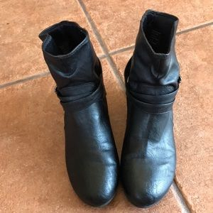 AMERICAN EAGLE BLACK BOOTIES SIZE 8.5W